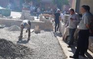 السيد عبد الله البوشعيبي مهندس الجماعة يتفقد مشاريع في طور الإنجاز
