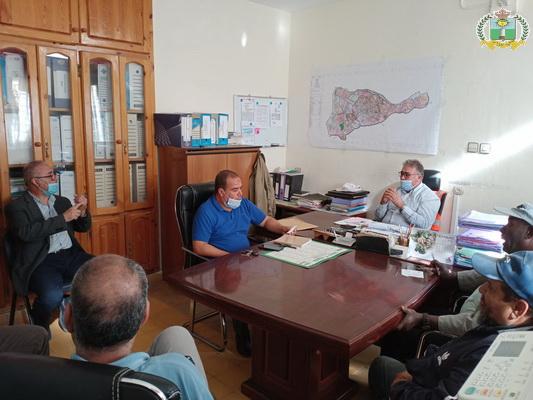 اجتماع بمقر جماعة زايو بخصوص وضع الترتيبات لتعقيم المساجد التي سيتم افتتاحها وإقامة صلاة الجمعة فيها