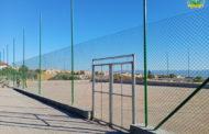 بالصور : تتواصل أشغال إنجاز ملعبين للقرب بالعشب الإصطناعي بمدينة زايو