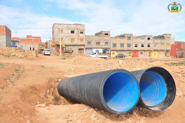 أشغال إنجاز مشروع التطهير السائل بحي الوحدة متواصلة + صور